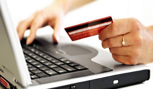 ноутбук и кредитная карта