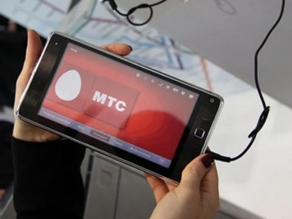 Смартфон с заставкой МТС
